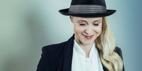 Tina Dico • im Theater am Aegi